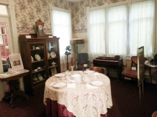 Victorian House - Period-Furnished Rooms